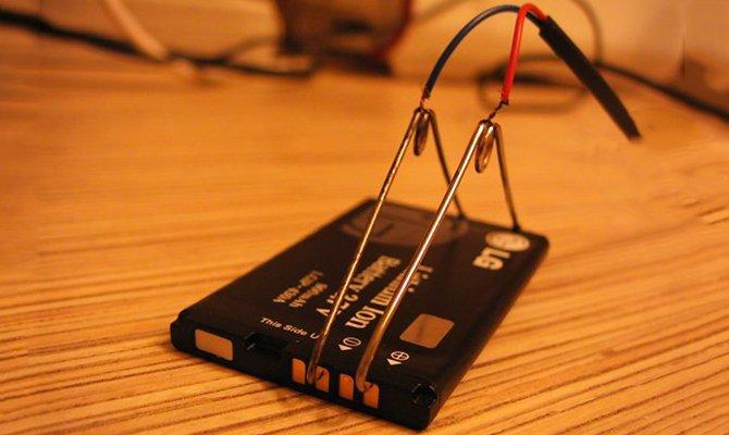 Заряжаем аккумулятор телефона без зарядного устройства